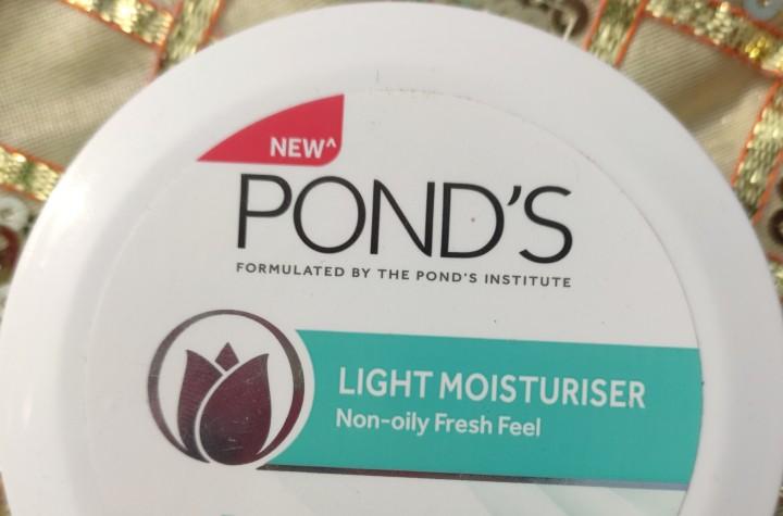 Ponds Light Moisturiser Non-Oily FreshFeel